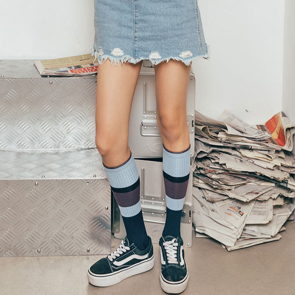 SEVEN DAYS KNEE HIGH SOCKS WITH WIDE BLUE STRIPES