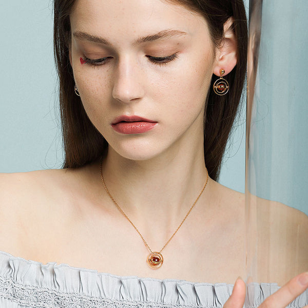 LITTLE JOYS 18K GOLD OPEN CIRCLE AND RED STONE PENDANTS NECKLACE
