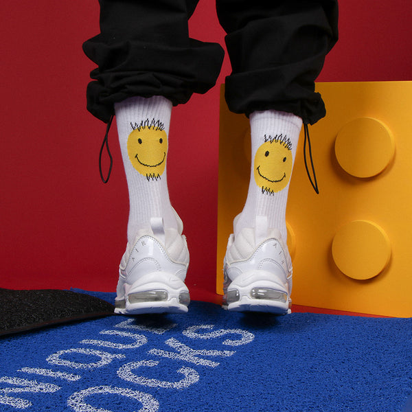 ZWILL UNIQUE CHILL SMILEY FACE SKATEBOARD SOCKS IN WHITE - boopdo
