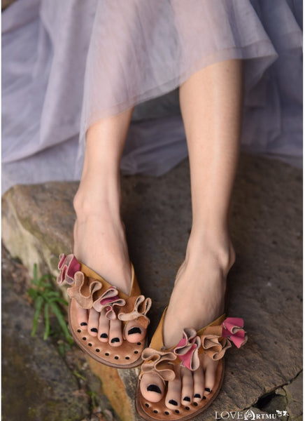ARTMU LEATHER TOE LOOP FLAT SANDALS WITH FRILL DETAIL