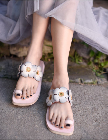 ARTMU FLORAL EMBROIDERED LEATHER TOE LOOP FLAT SANDALS IN PINK