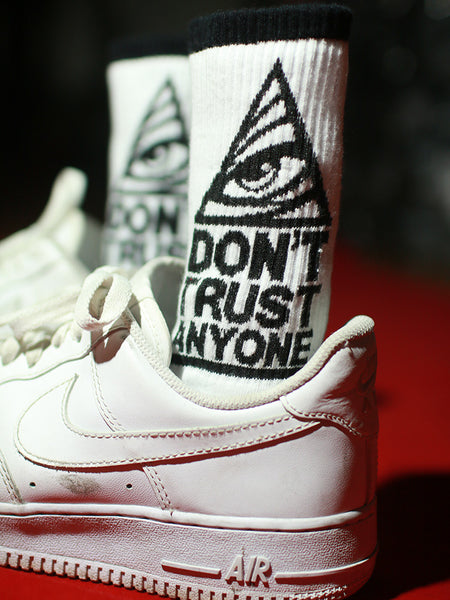 ZWILL UNIQUE SWAG DONT TRUST ANYONE PRINT UNISEX SOCKS - boopdo