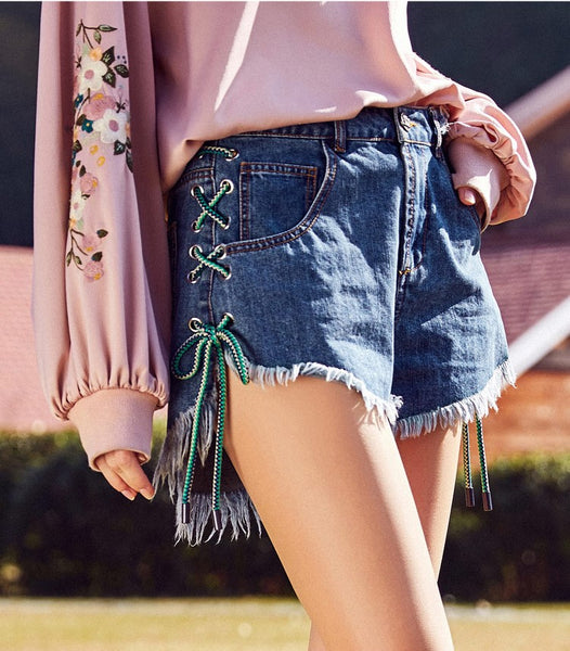 ARTKA DENIM RELAXED SHORT WITH LACE UP SIDE DETAIL
