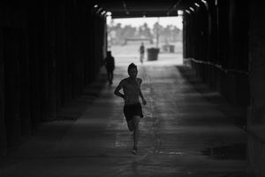 Nils Arend running in a tunnel