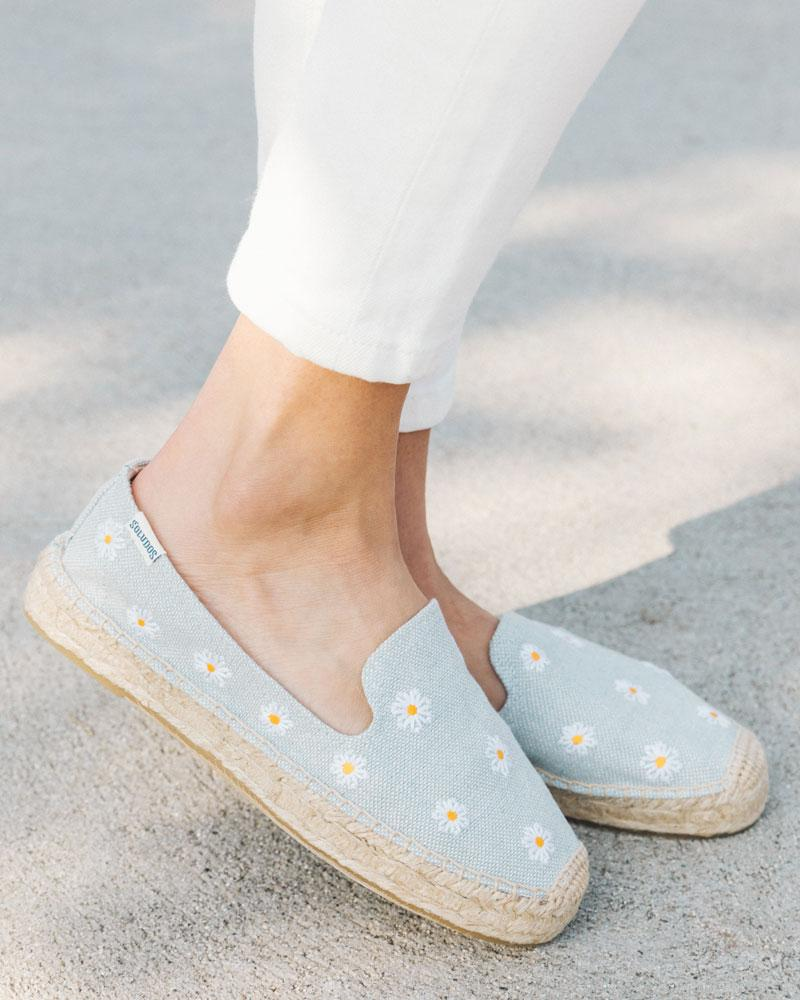 daisies platform smoking slipper chambray