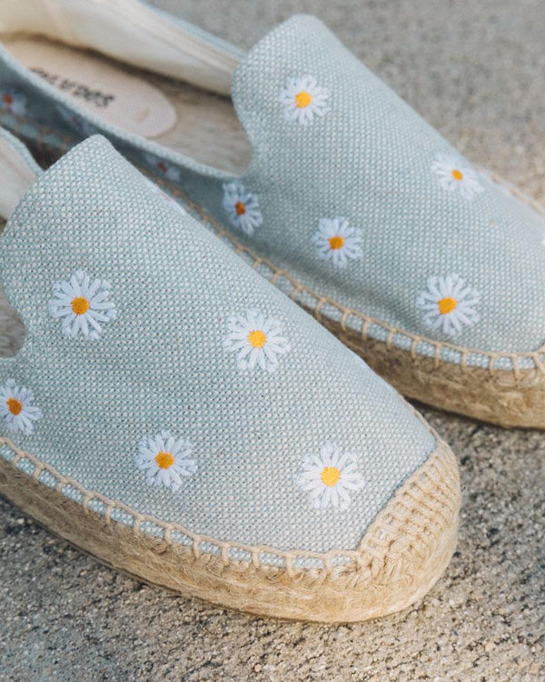 Daisies Platform Smoking Slipper image