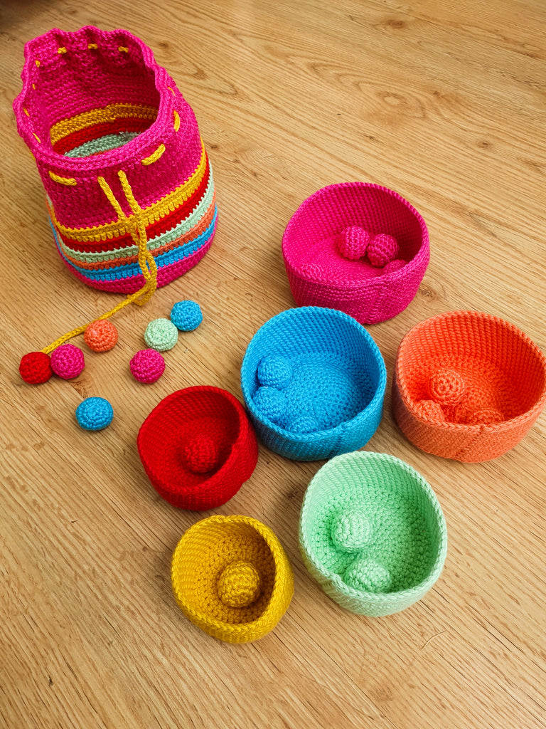 Stackable colour sorting nesting bowls