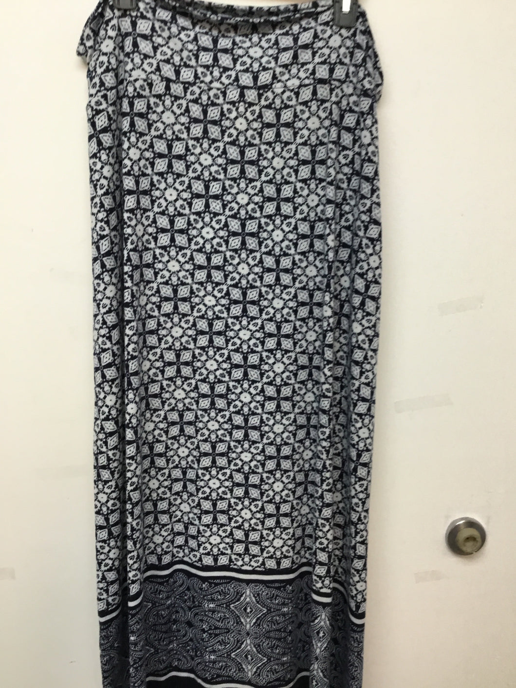 Faded Glory navy  blue and white print maxi skirt size 20