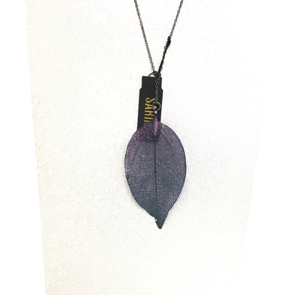 Sarina black necklace with hanging leaf