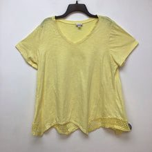 Avenue light yellow top size 18/20