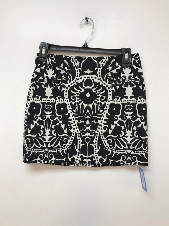 H&M white and black print skirt size 4