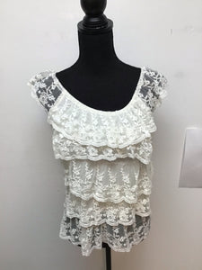 Heart Soul cream color ruffle and lace sleeveless top size medium