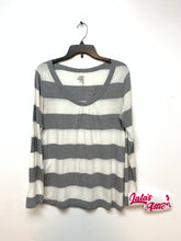OLD NAVY WOMEN'S LOWCUT TOP