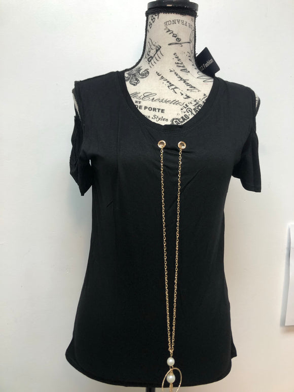 Buzz Chain Cold Shoulder Top. Color Black