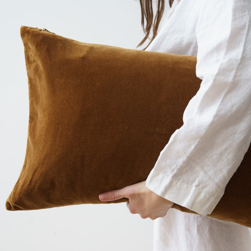VELVET DECO PILLOWS, TABAC