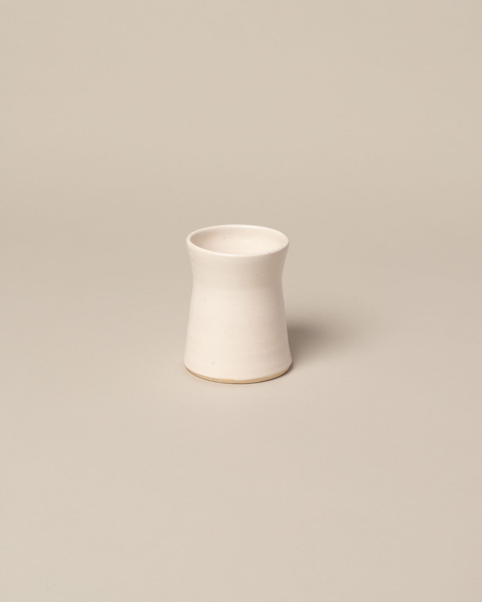 Tiny Vase in off-white