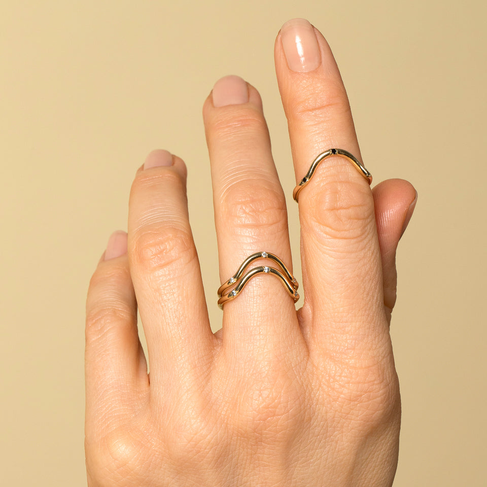 Curve Band with Three Stones