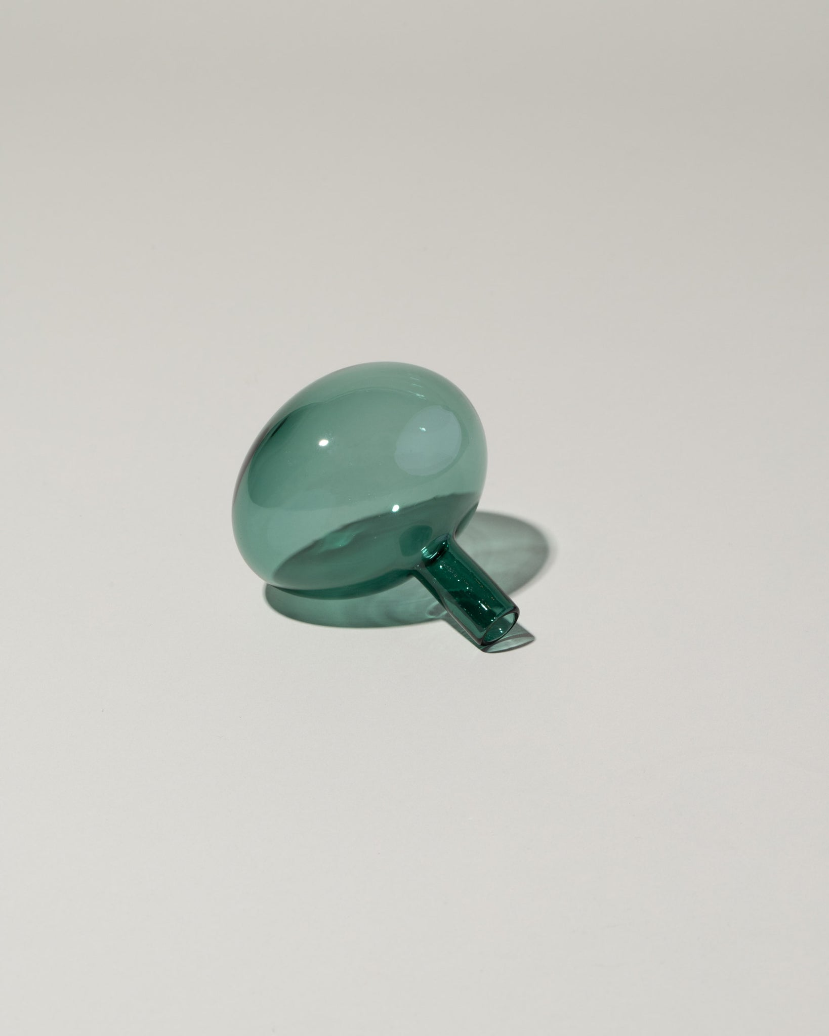 Laurence Brabant Entracte Wine Bottle Stopper Emerald side view