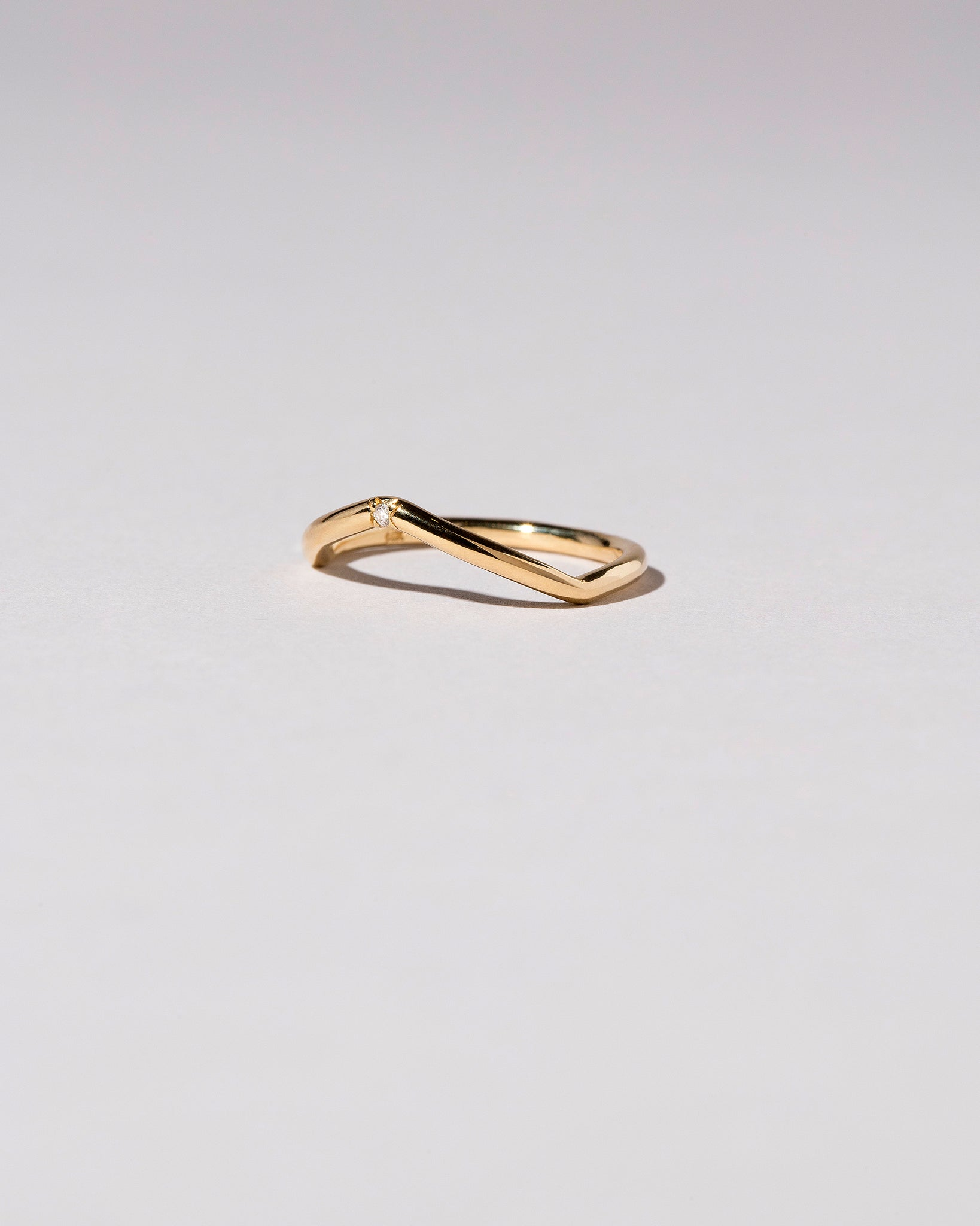 Peak Band with Single Stone in White Diamond Side View