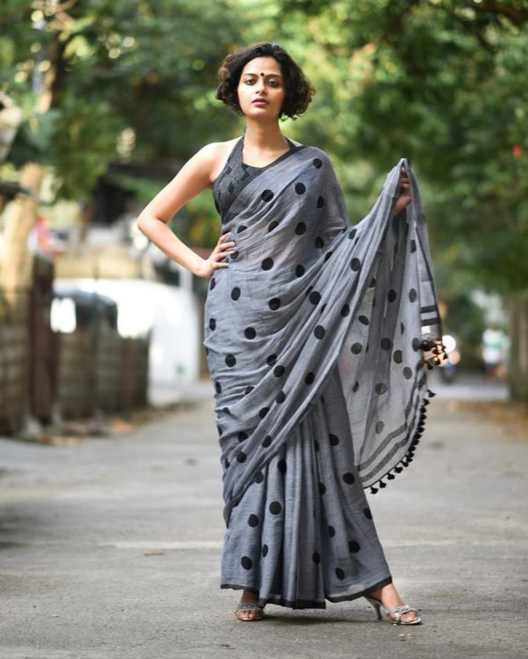 Lovely Grey & Black Colored Printed Pure Linen Saree