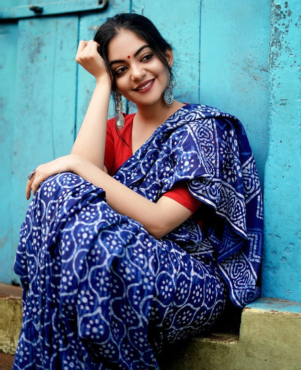 Ideal NavyBlue Colour Printed Pure Linen Saree For Women