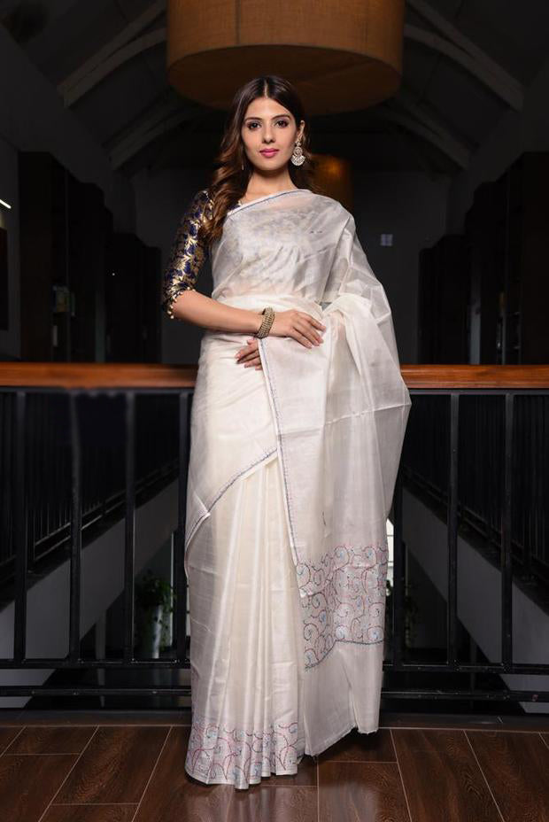 Opulent Women's White Colour Pure Linen Saree With Blouse Piece