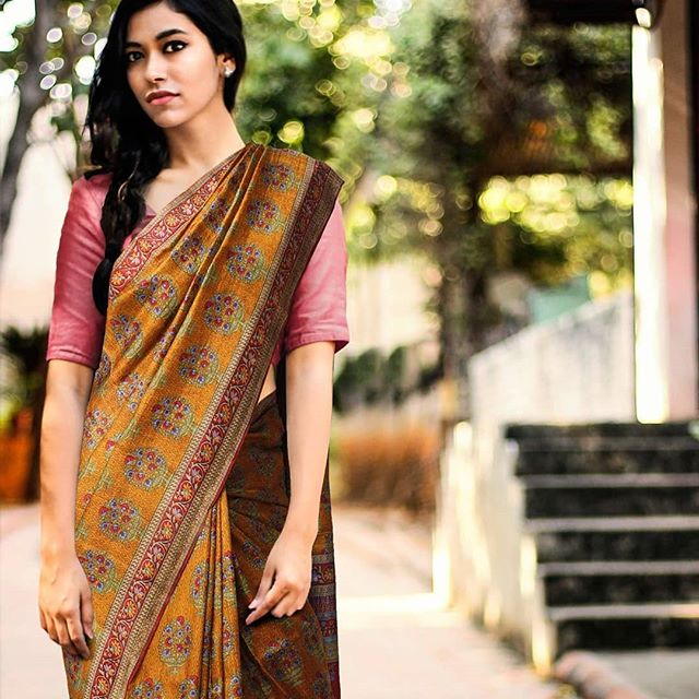 Lovly Mustard And Brown Colored Pure Linen Printed  Saree