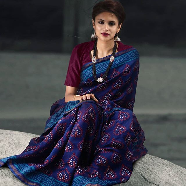 Gorgeous Navy Blue Colored Pure Linen Printed  Saree