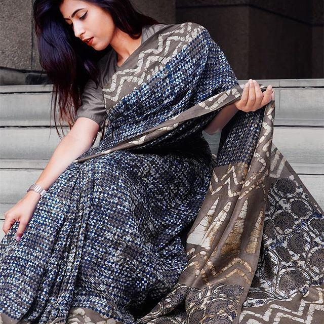 Flaunt Navy Blue  Colored Party Wear Pure Linen Printed Saree