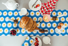 Load image into Gallery viewer, Daisy Table Runner