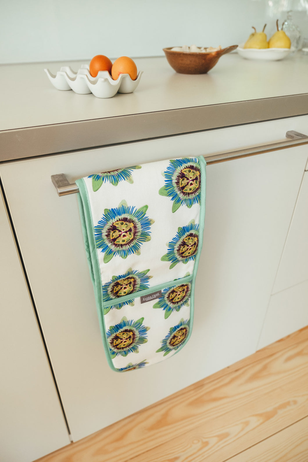 Passion Flower Double Oven Gloves