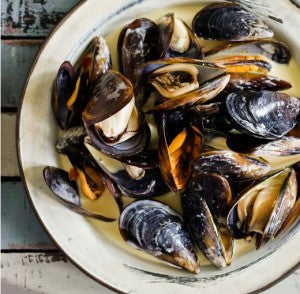 Creamy Mussels in White Wine Sauce