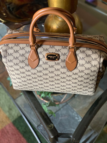 MICHAEL KORS SIGNATURE HANDBAG