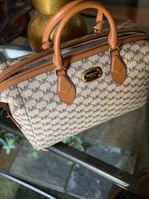 Load image into Gallery viewer, MICHAEL KORS SIGNATURE HANDBAG