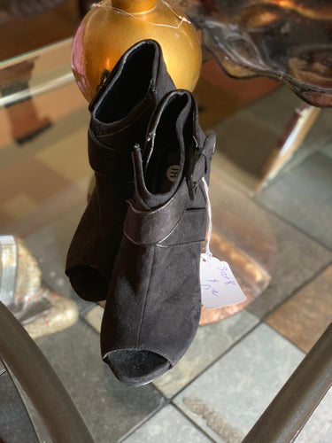 OPEN TOE BOOTIES SIZE 8