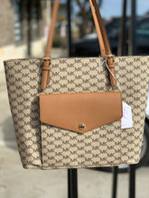 Load image into Gallery viewer, MICHAEL KORS SIGNATURE TOTE