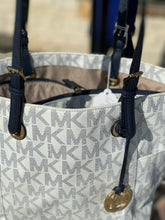 Load image into Gallery viewer, MICHAEL KORS LARGE TOTE *USED*
