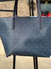 Load image into Gallery viewer, LARGE MICHAEL KORS TOTE