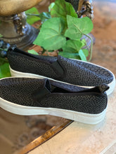 Load image into Gallery viewer, BLACK CANVAS SHOES SIZE 8- 8 1/2