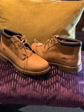 Load image into Gallery viewer, LADIES TIMBERLAND BOOTS SIZE 8