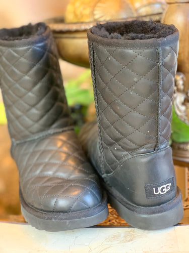 GENTLY WORN UGG BOOTS SIZE 6
