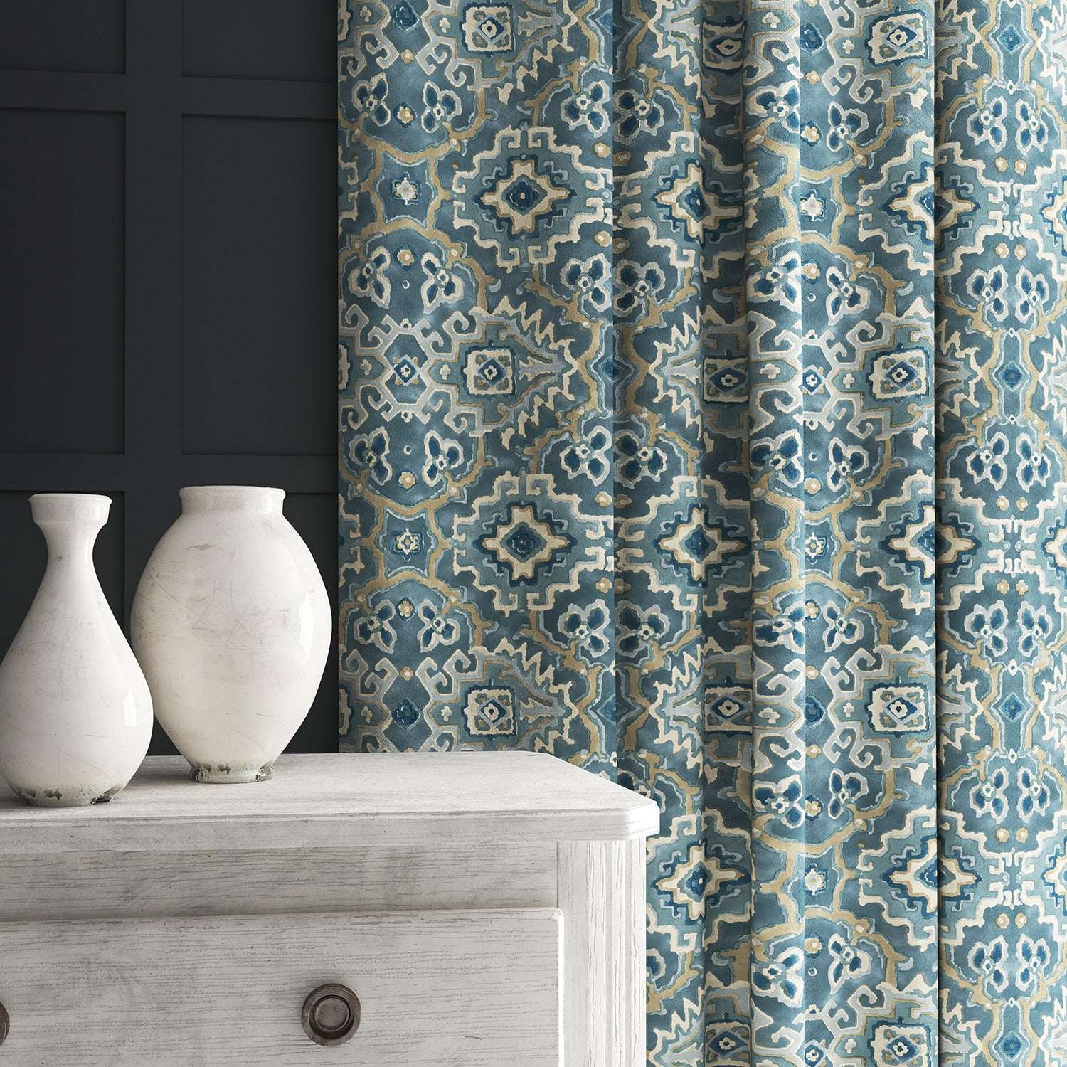 Velvet curtain in a printed velvet fabric with an oriental geometric design in blue colours