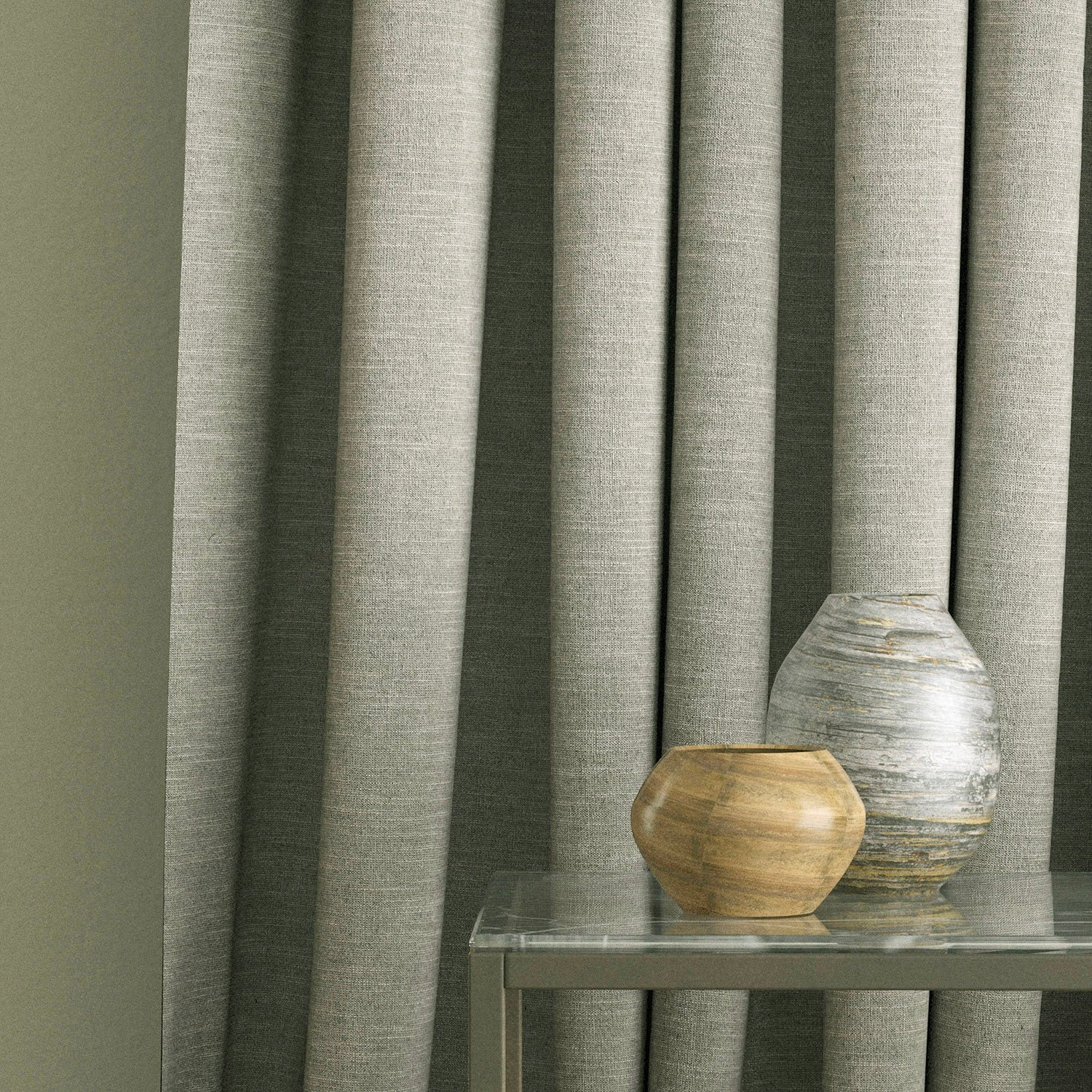 Curtain in a light grey plain linen blend fabric