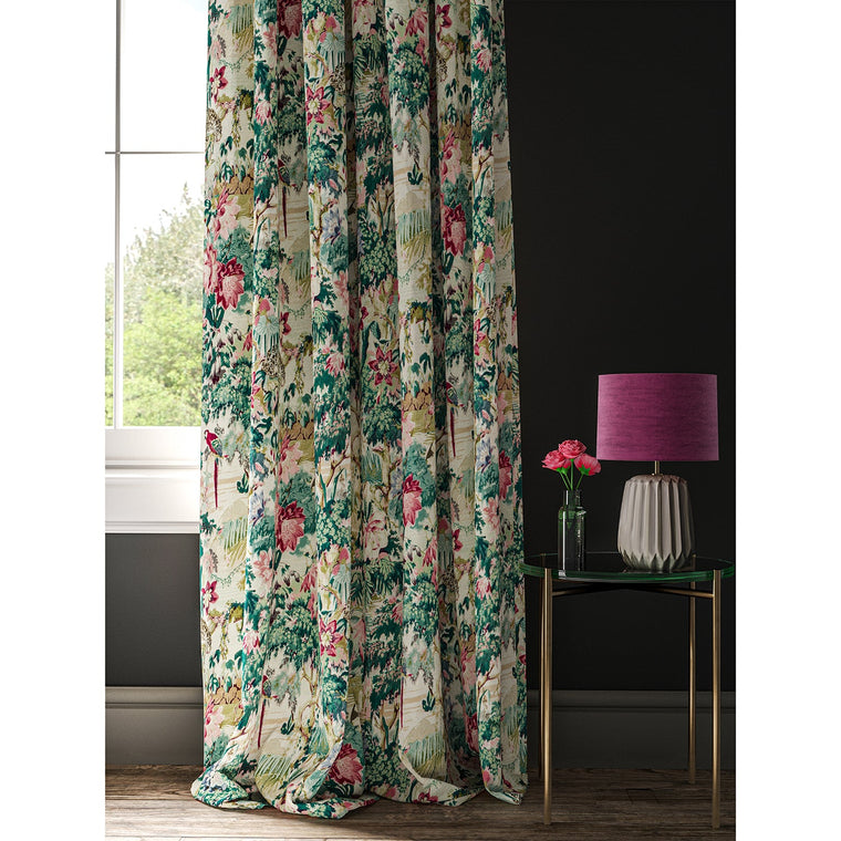 Curtain in a tropical printed linen fabric with exotic jungle scene