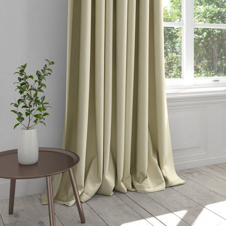 Curtain in a white plain cotton fabric with a stain resistant finish