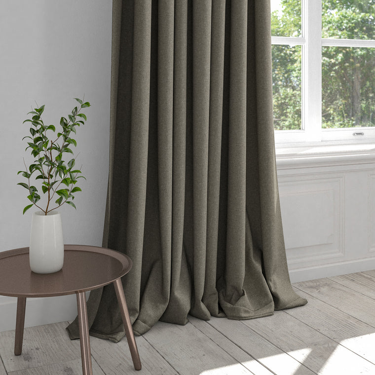 Curtain in a taupe cotton fabric with stain resistant finish