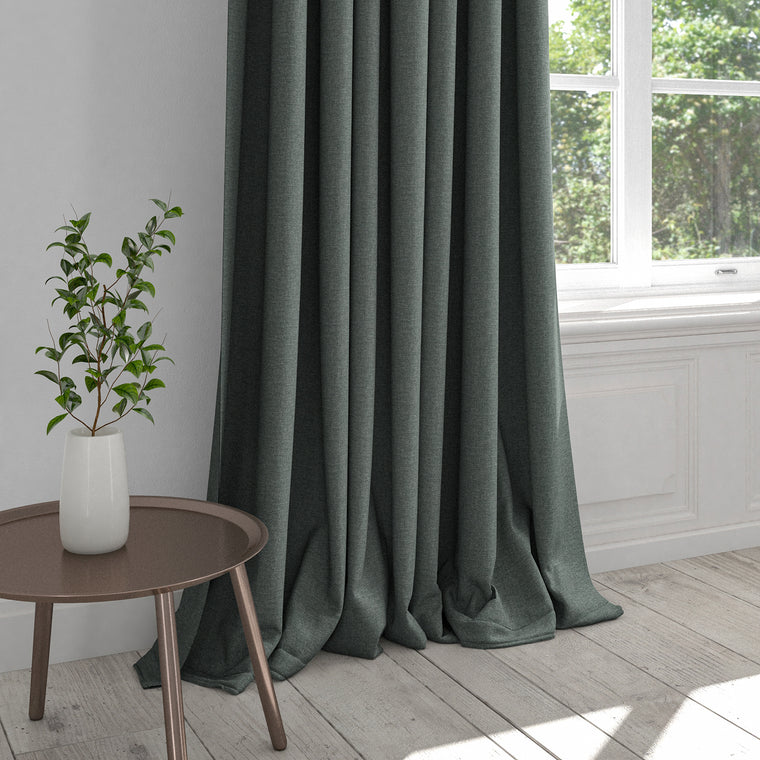 Curtain in a dark blue washable cotton fabric