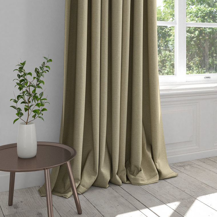 Curtain in a neutral washable plain cotton fabric