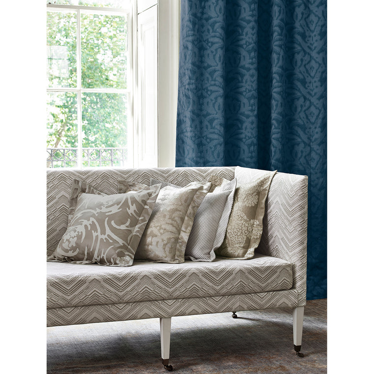 Curtain in luxury dark blue fabric with jacquard design