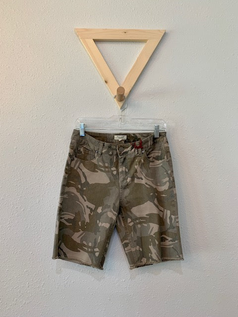 Camo Short With Raw Hem Olive
